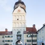 Blick auf den schönen Turm vom Schrannenplatz aus kommend